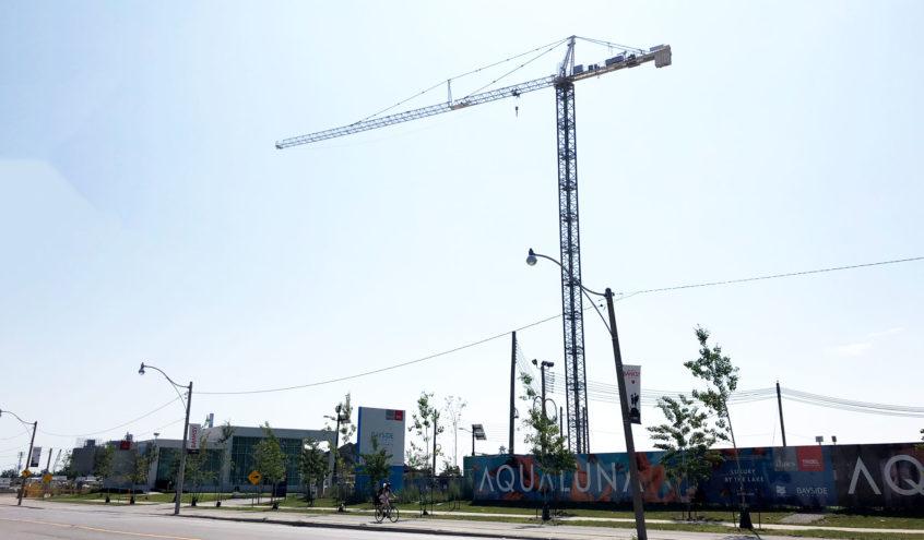 Construction Crane Installed at Aquabella at Bayside