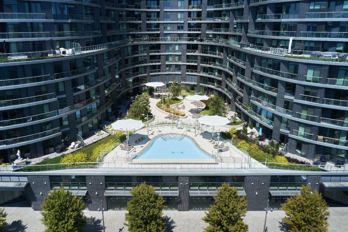 The 12-storey lake-side community was designated LEED®-Platinum for its environmentally friendly features